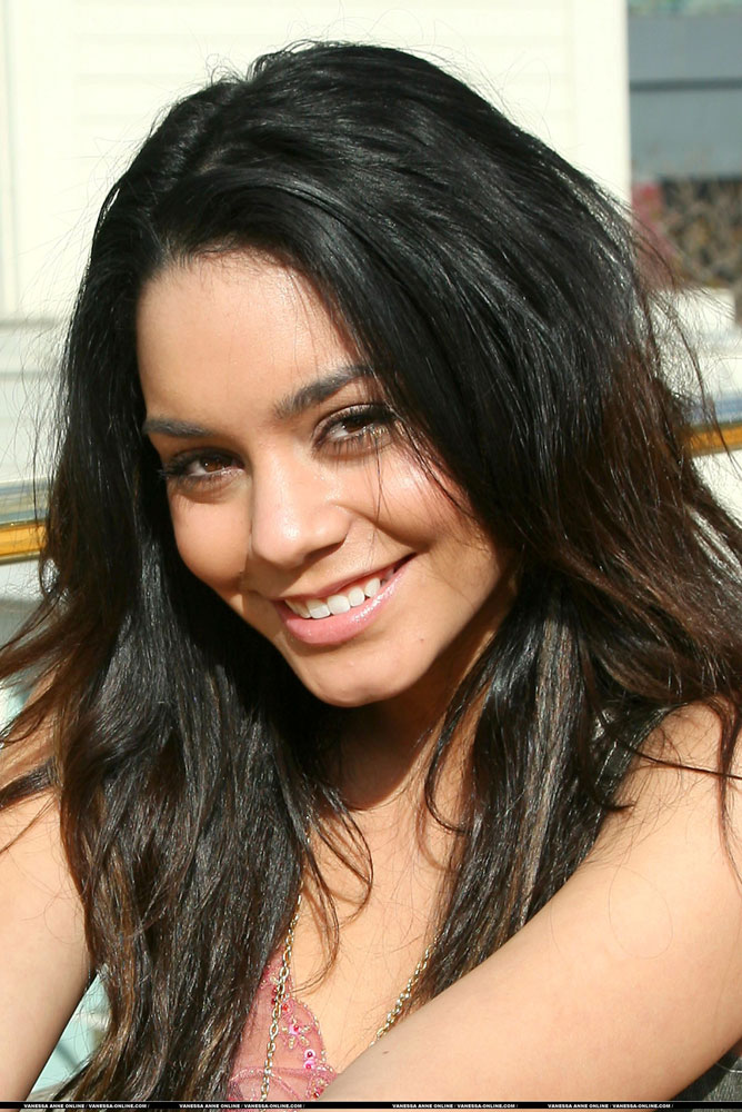 Are you a *Vanessa Anne Hudgens* FAN? Rate this Test! - Show the quiz stat!