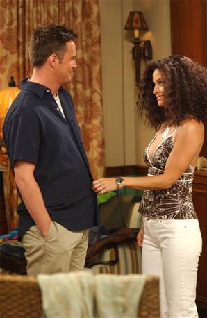 what episode do monica and chandler start dating