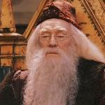 What shape is Professor Dumbledore's scar and what knee is it on?